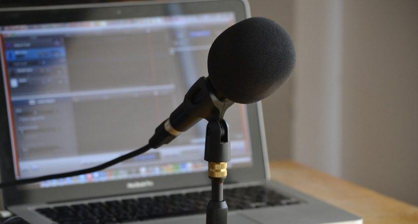 Qu'est-ce qui rend le podcasting plus intime que d'autres médias ?